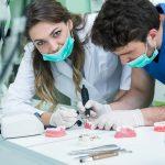 Dantų protezavimas: ką turite žinoti? Su kainų palyginimu